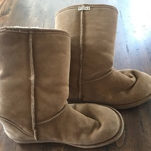 Bear Paw tan faux fur lined boots size 9